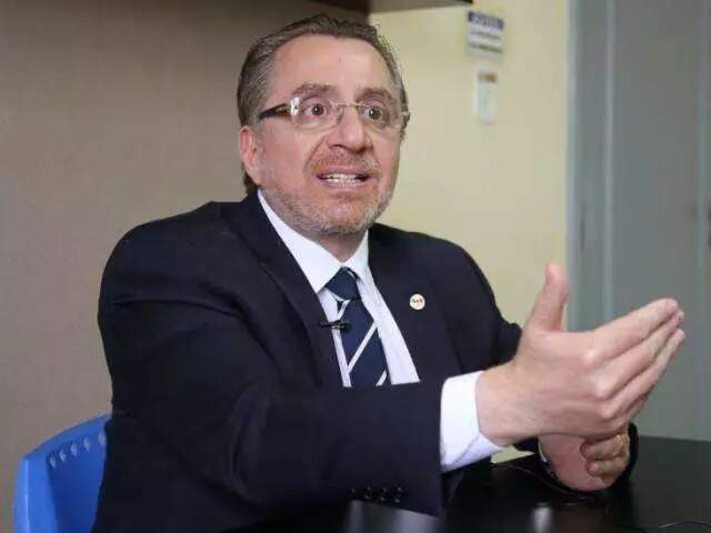 Presidente da OAB-MS, Mansour Karmouche, durante entrevista ao Campo Grande News (Foto: Guilherme Rosa/Arquivo)