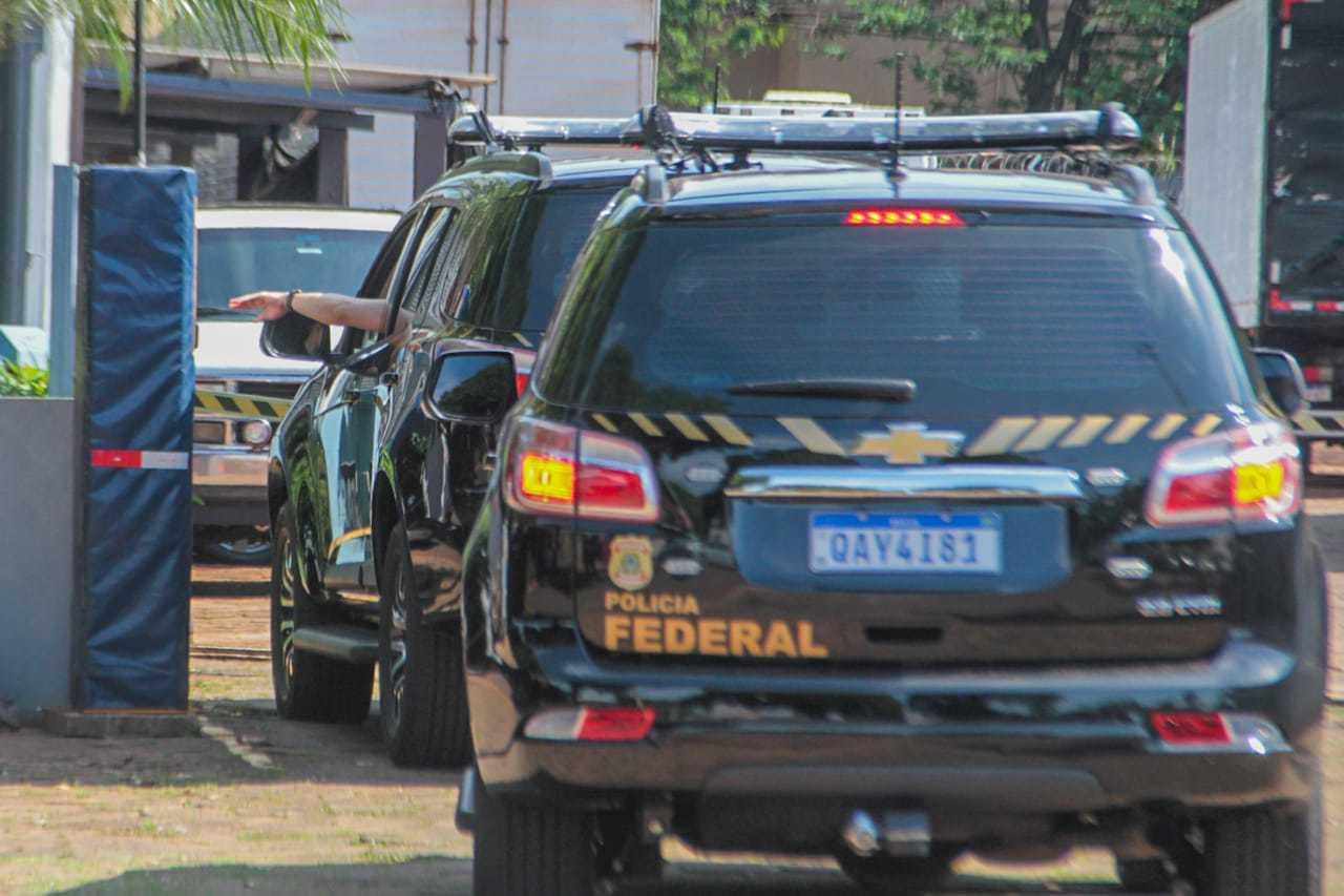 Viaturas na Superintendência da Polícia Federal em Campo Grande. (Foto: Marcos Maluf)
