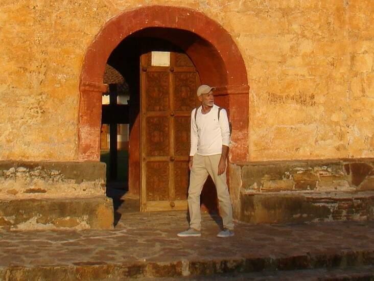 Passados 35 anos, Nelson retornou à Bolívia, desta vez com o filho (Foto: Arquivo Pessoal)