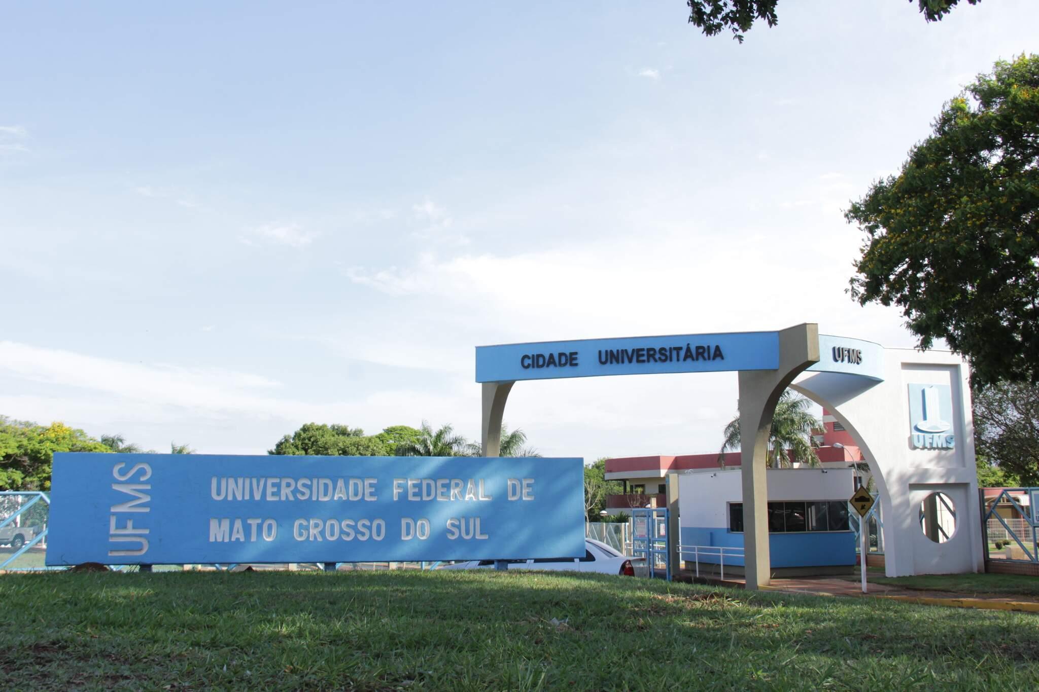 Entrada do campus da UFMS em Campo Grande. (Foto: Kísie Ainoã)