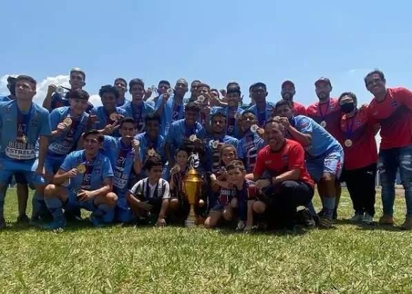 Jogadores do União comemorando o título do Estadual Sub-19 no ano passado (Foto: Divulgação)