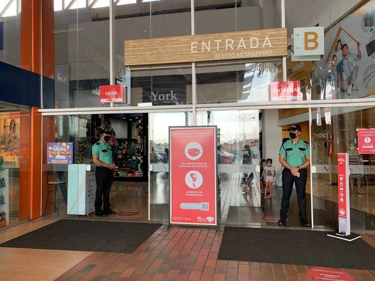 No Shopping Norte Sul, lojas âncoras abrem as portas às 9h da manhã. (Foto: Divulgação)