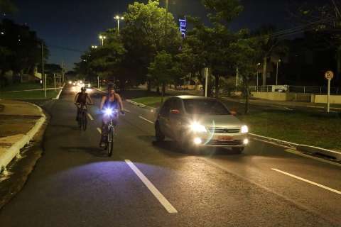 Em ponto onde ciclista morreu, falta de segurança é reclamação recorrente