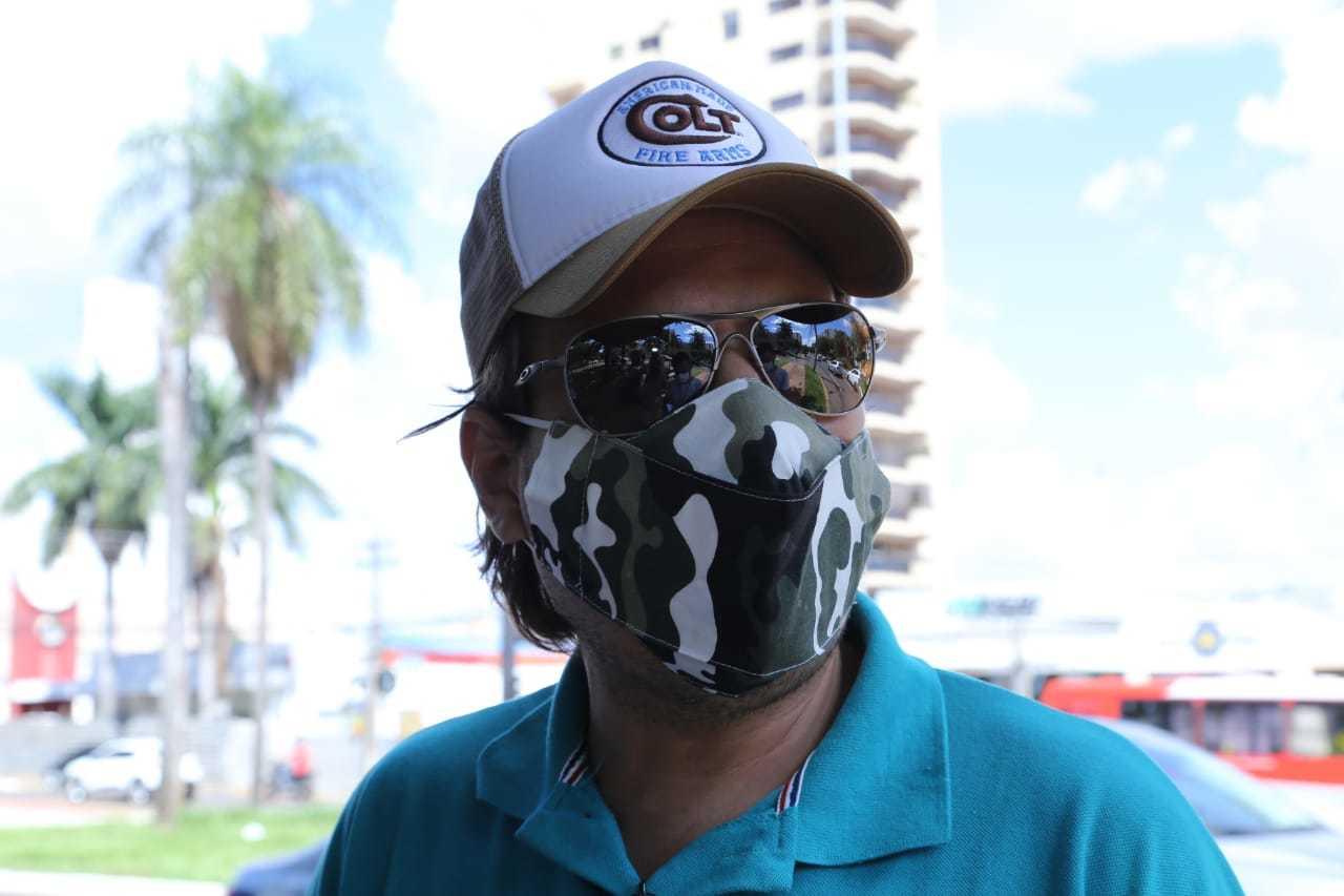 Caio Monteiro, organizador do protesto questiona as medidas restritivas do governo. (Foto: Kísie Ainoã)