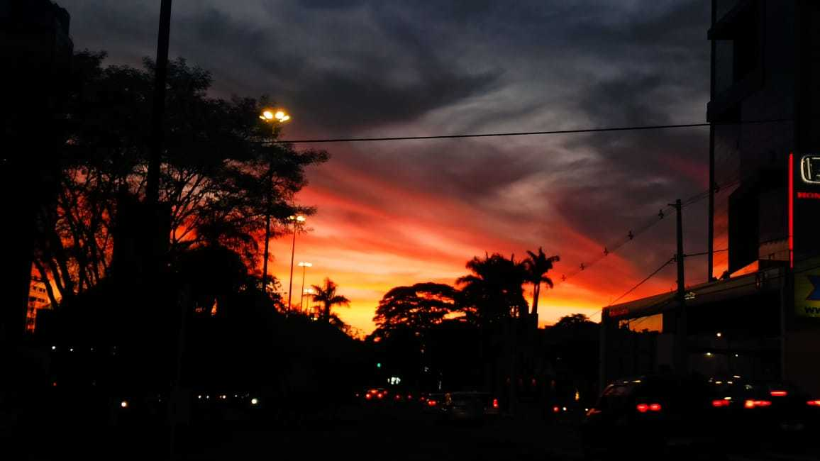 Em Campo Grande, pode haver chuvas isoladas (Foto: Kisie Ainoã)