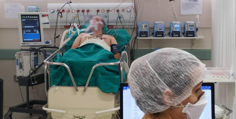 Paciente Covid-19 na UTI do Hospital Regional de Mato Grosso do Sul. (Foto: Ascom/HRMS)