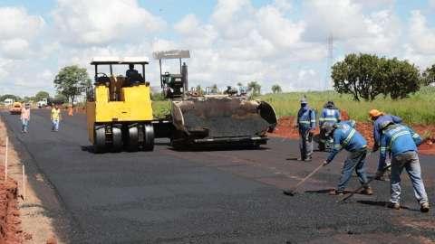 Prefeitura dá largada à pavimentação de acesso a polo empresarial