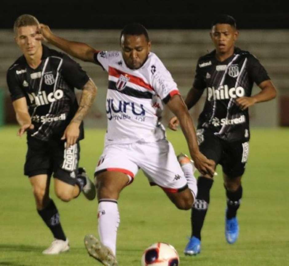 Jogadores durante partida neste sábado (13). (Foto: José Bazzo/Botafogo)
