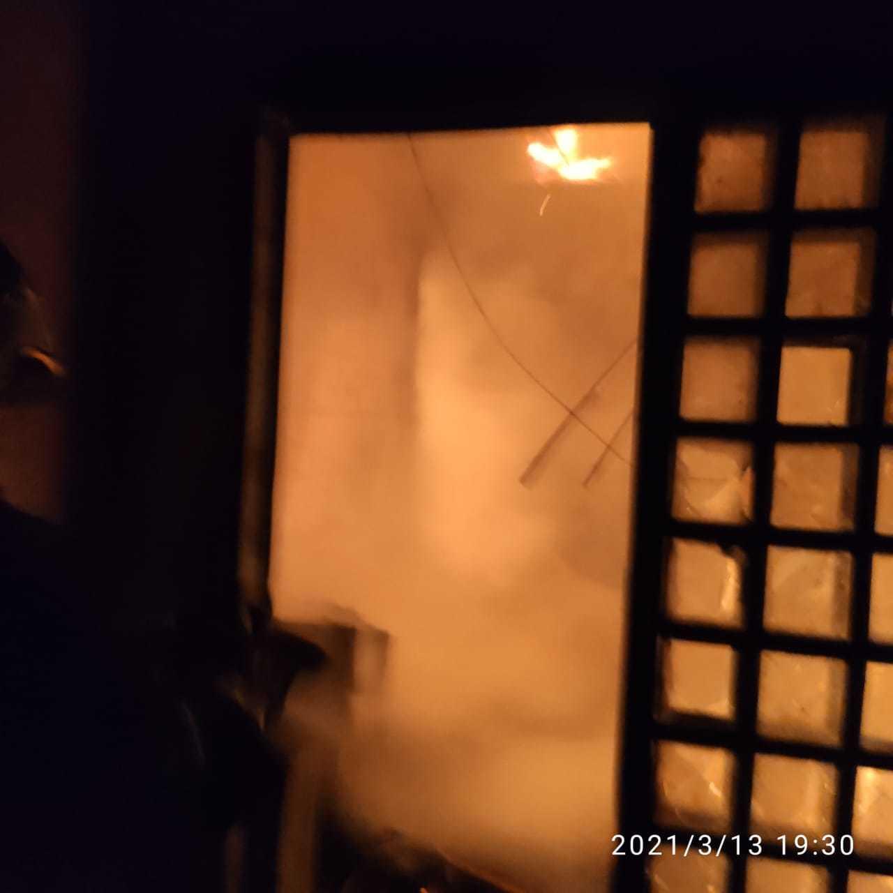 Imóvel ficou tomado por fogo e fumaça. (Foto: Corpo de Bombeiros)