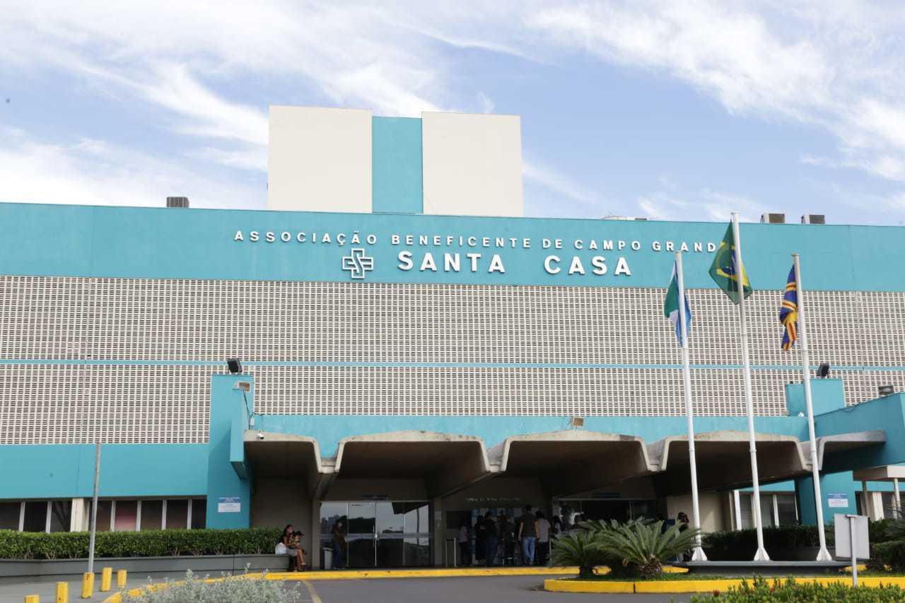 A vítima foi levada para a Santa Casa de Camo Grande. (Foto: Kísie Ainoã)