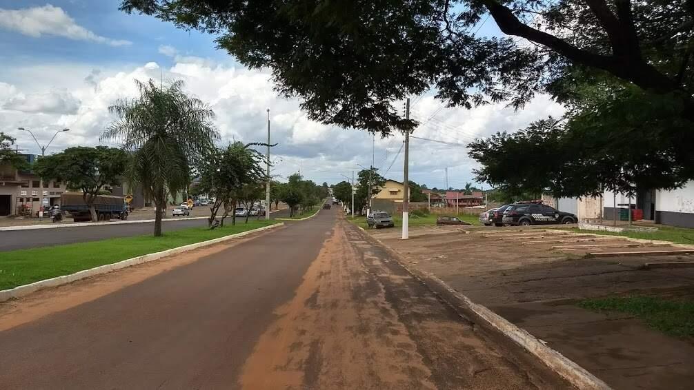 Linha que divide Coronel Sapucaia (à direita) de Capitán Bado (Foto: Helio de Freitas/Arquivo)