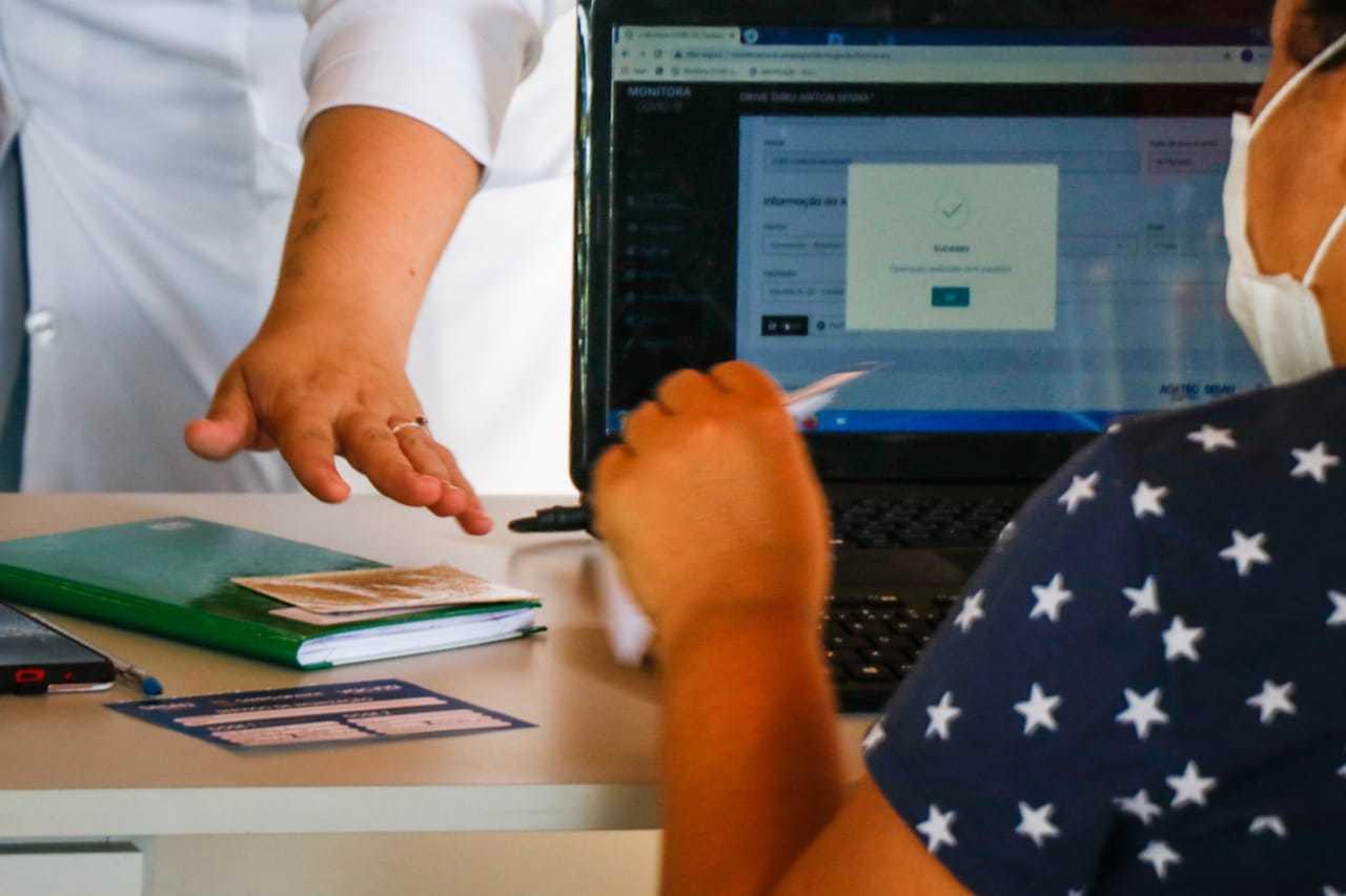 Cadastro em site agiliza atendimento na hora da vacinação (Foto: Henrique Kawaminami)