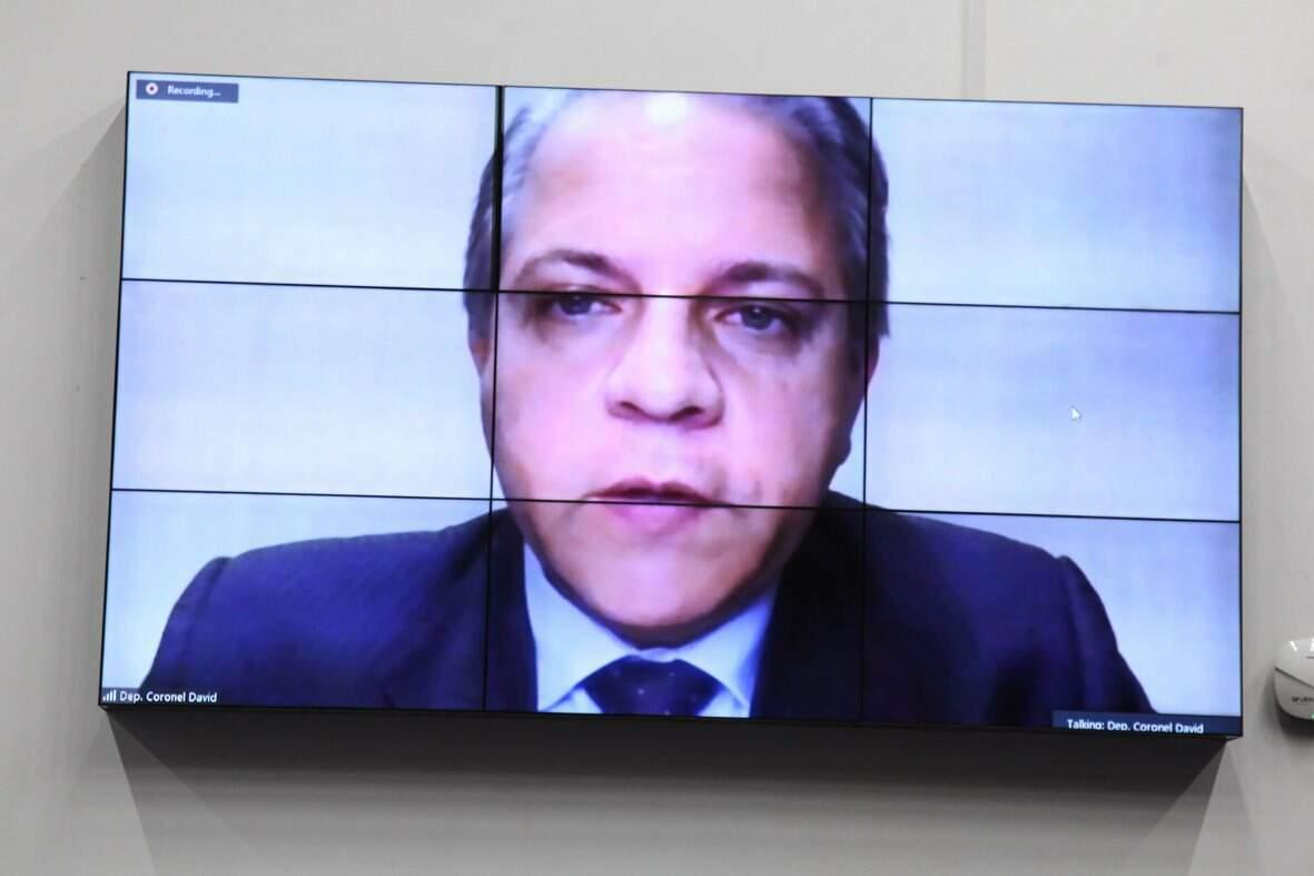 Deputado Carlos Alberto David (sem partido) rebateu acusações da esquerda durante sessão desta quarta-feira (Foto Luciana Nassar)