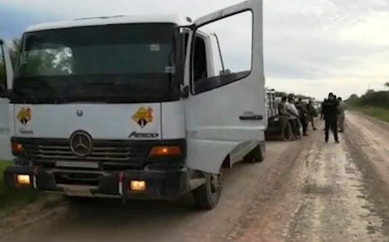 Caminhão que transportava cocaína em fundo falso (Foto: Divulgação/Senad)