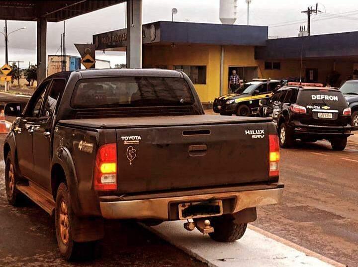 Toyota Hilux ano 2006 recuperada no Posto Capey, na BR-463 (Foto: Divulgação)