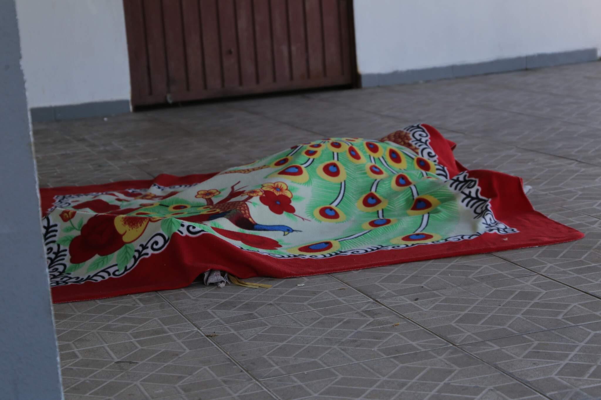Corpo de Carla foi deixado nu em uma calçada dias depois da morte. (Foto: Kisiê Ainoã | Arquivo)