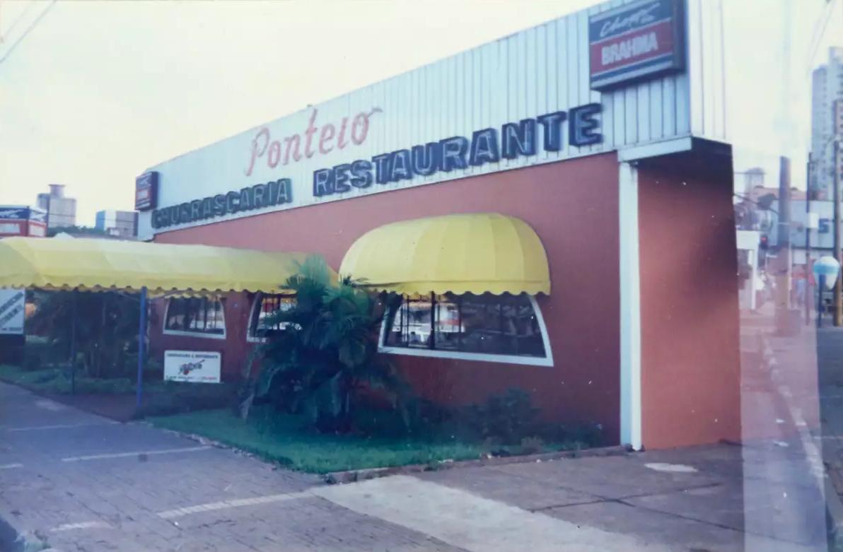 Antiga fachada da churrascaria em meados dos anos 90; o estabelecimento passou por 3 reformas (Foto: Arquivo Pessoal)