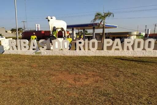 Monumento na cidade de Ribas do Rio Pardo. (Foto: Reprodução-Rádio 90 FM)