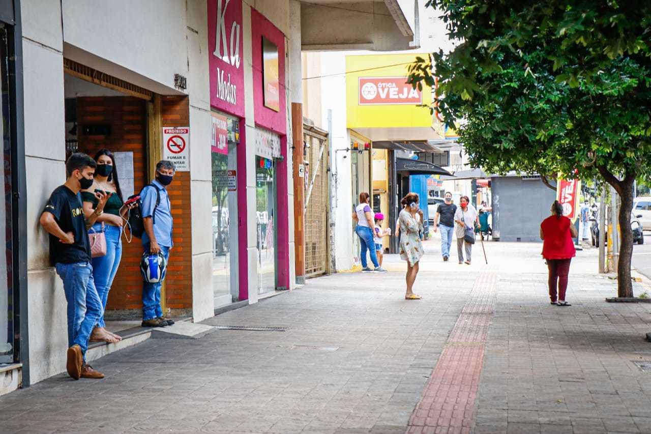 Comércio na manhã desta sexta-feira, no Centro de Campo Grande. (Foto: Henrique Kawaminame)