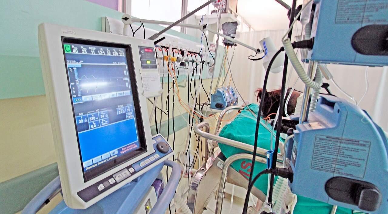 Monitor em UTI no Hospital Regional de Campo Grande. (Fotos Saul Schramm- Subcom)