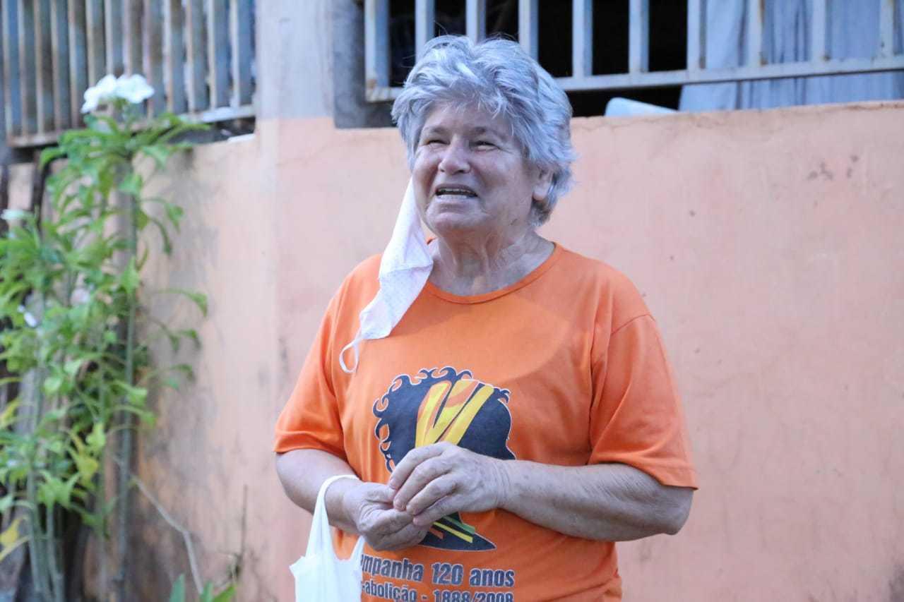 """Moradora diz que outras """"bombas"""" já foram encontradas no local (Foto: Kísie Ainoã)"""