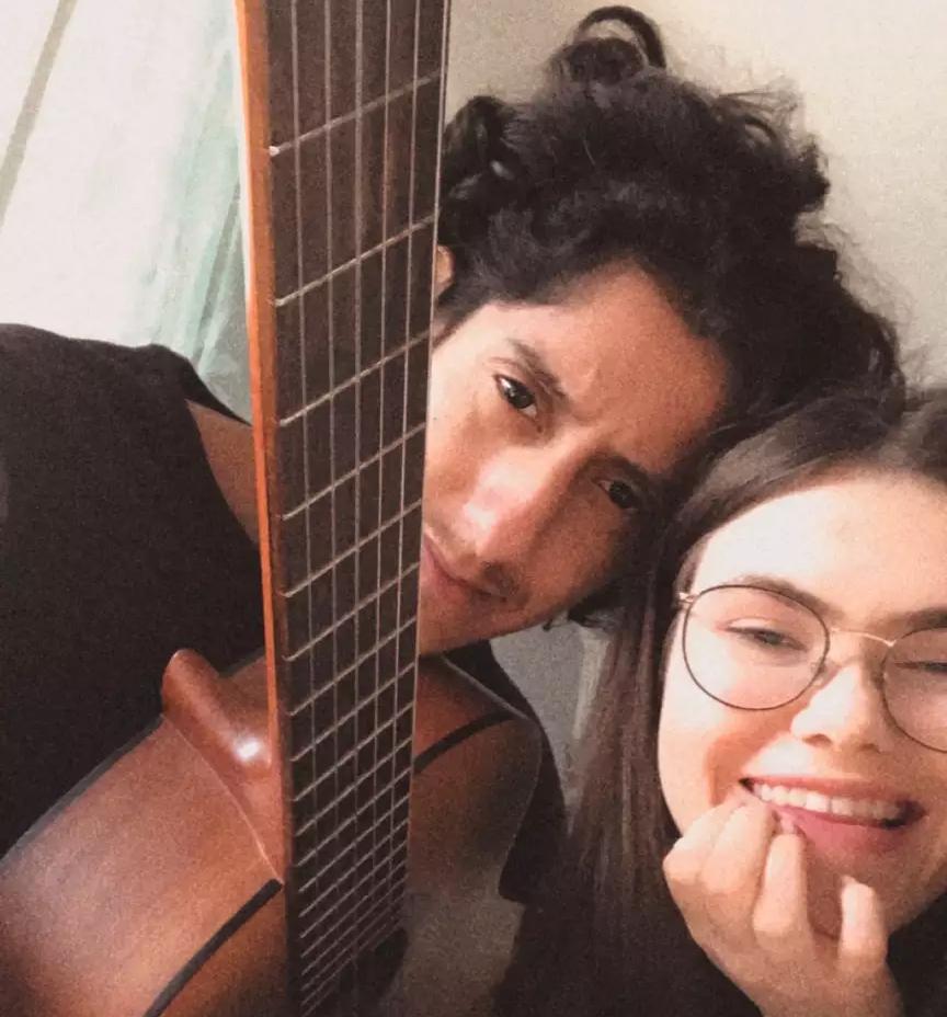 Ele, 19 anos, é formado em música e ela, 19, ainda é estudante no país europeu (Foto: Arquivo Pessoal)