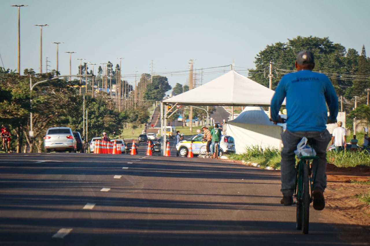 Barreira sanitária na saída para Cuiabá estará monitorando a entrada de veículos em Campo Grande. (Foto: Henrique Kawaminami)