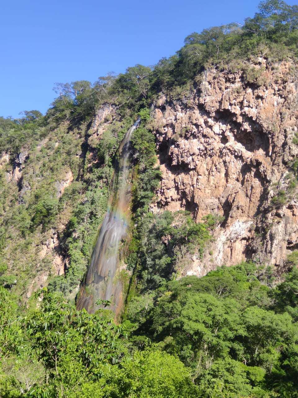 Vista da Cachoreira Boca da Onça, na RRPN Cara da Onça, um dos principais atrativos turísticos de Bodoquena (Foto: Tainá Jara)