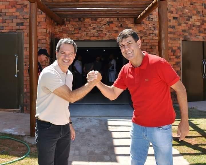 O prefeito Marquinhos Trad em foto com o líder na Câmara, Roberto Avelar. (Foto: Reprodução das redes sociais)