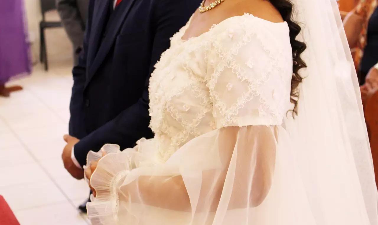 Há 43 anos, vestido de noiva pertenceu a dona Sebastiana (Foto: Kethyllen Garcia Photography)