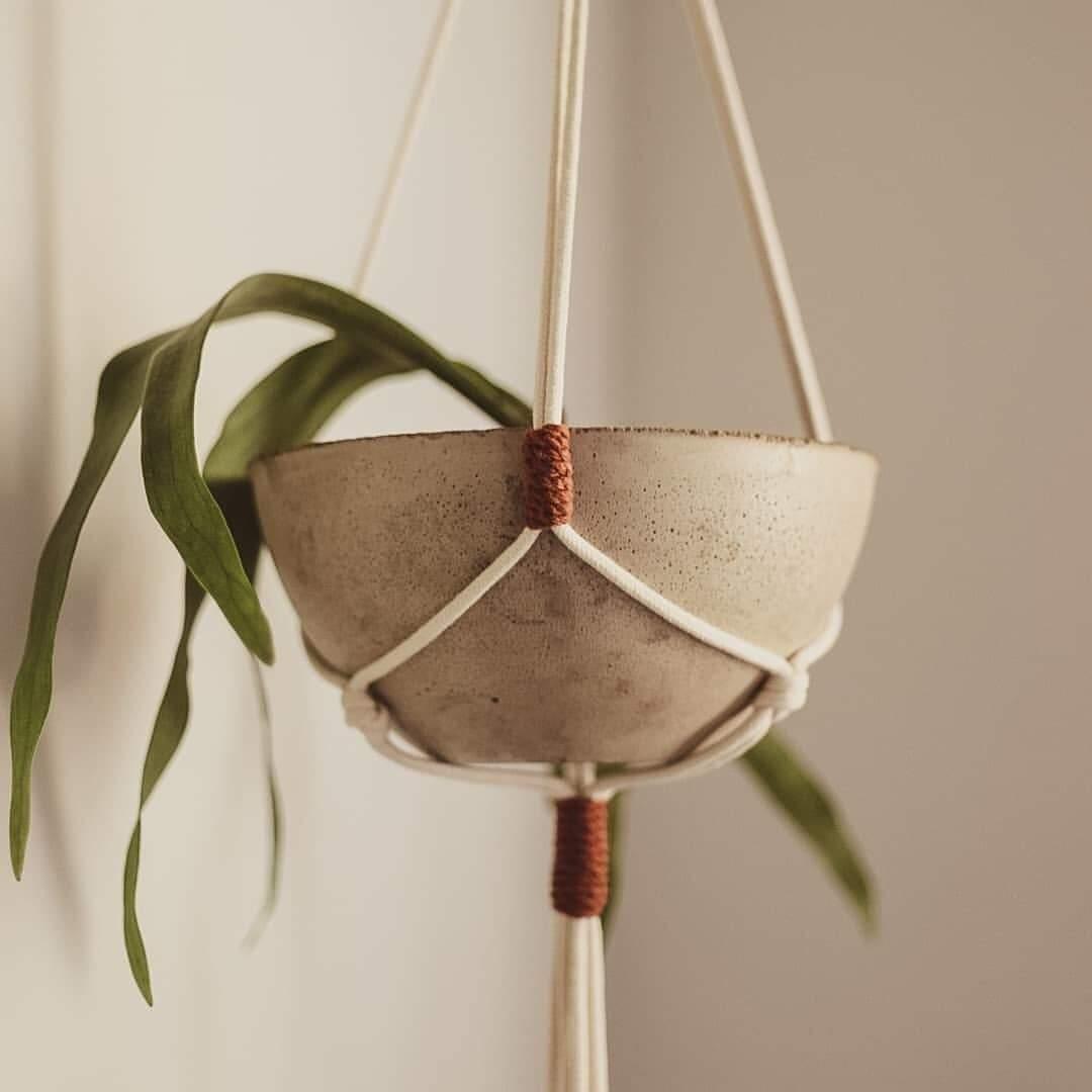 Super na moda como objeto decorativo, macramê faz parte do rol de produtos (Foto: @deunoarte)