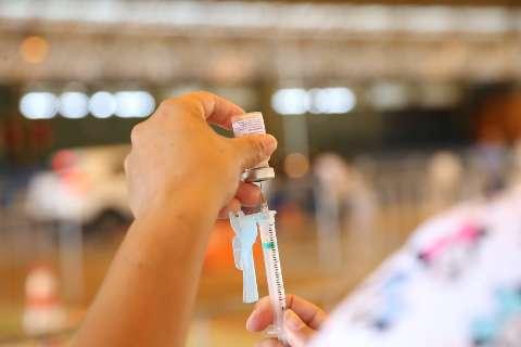 Com apenas 3 UTIs vagas, prefeitura lança mutirão e abre Guanandizão para vacina