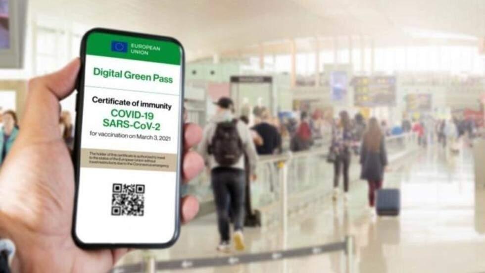 O passaporte verde terá formato eletrônico, mas existirá também em papel para respeitar quem prefere não ter informações no celular (Foto: Reprodução)