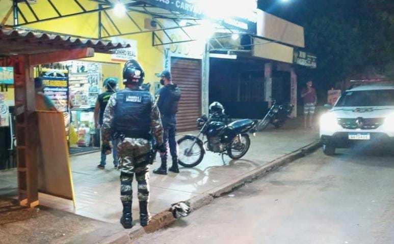 Guardas municipais durante fiscalização à conveniência (Foto: Guarda Civil Metropolitana/Divulgação)