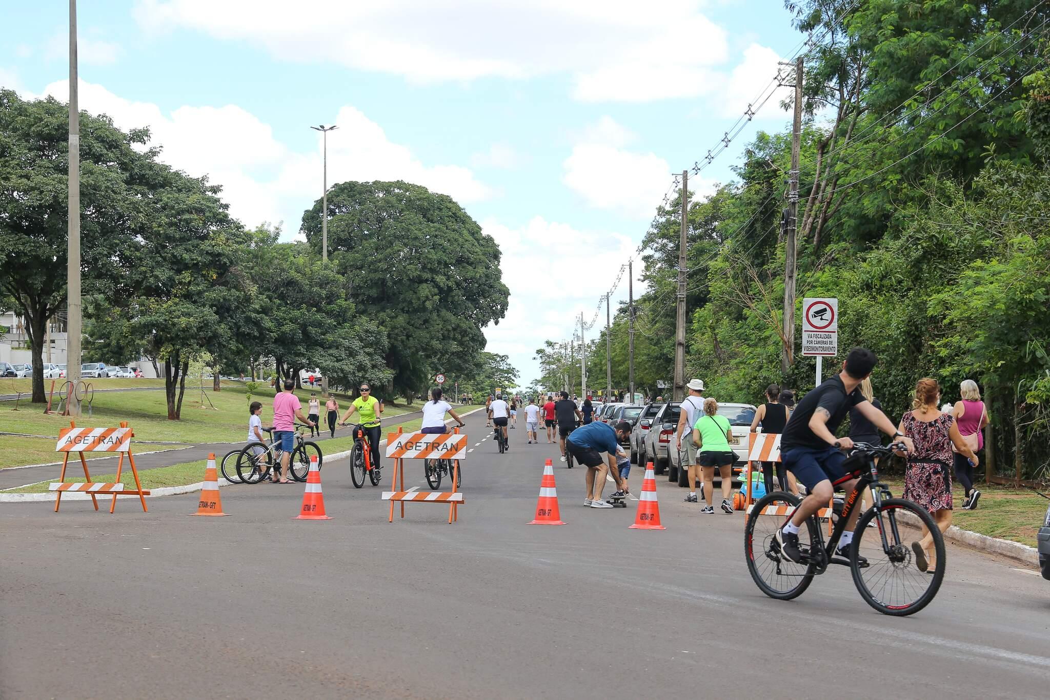 Movimentação nos altos da avenida Afonso Pena neste domingo (Foto: Paulo Francis)