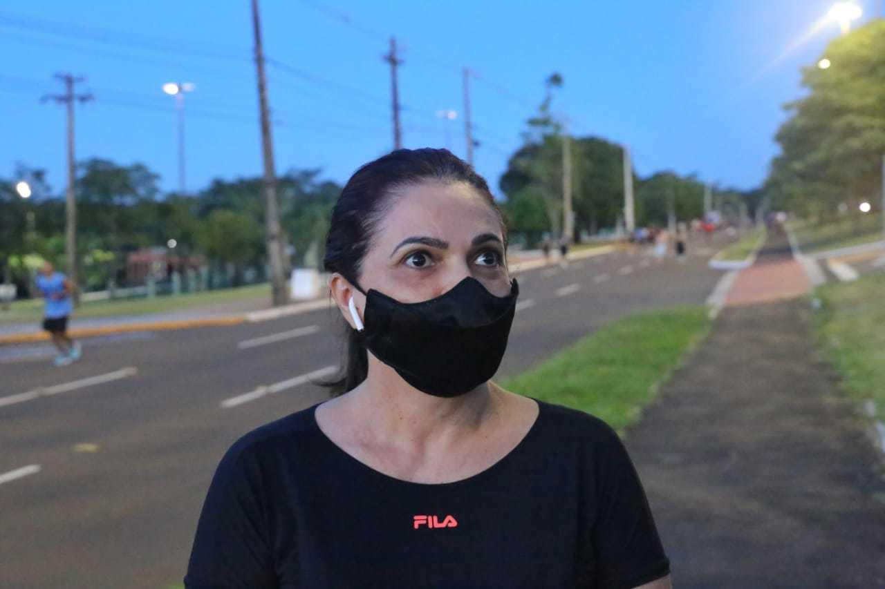 Era possível contar nos dedos a quantidade de pessoas que transitavam pela avenida usando máscaras (Foto: Paulo Francis)