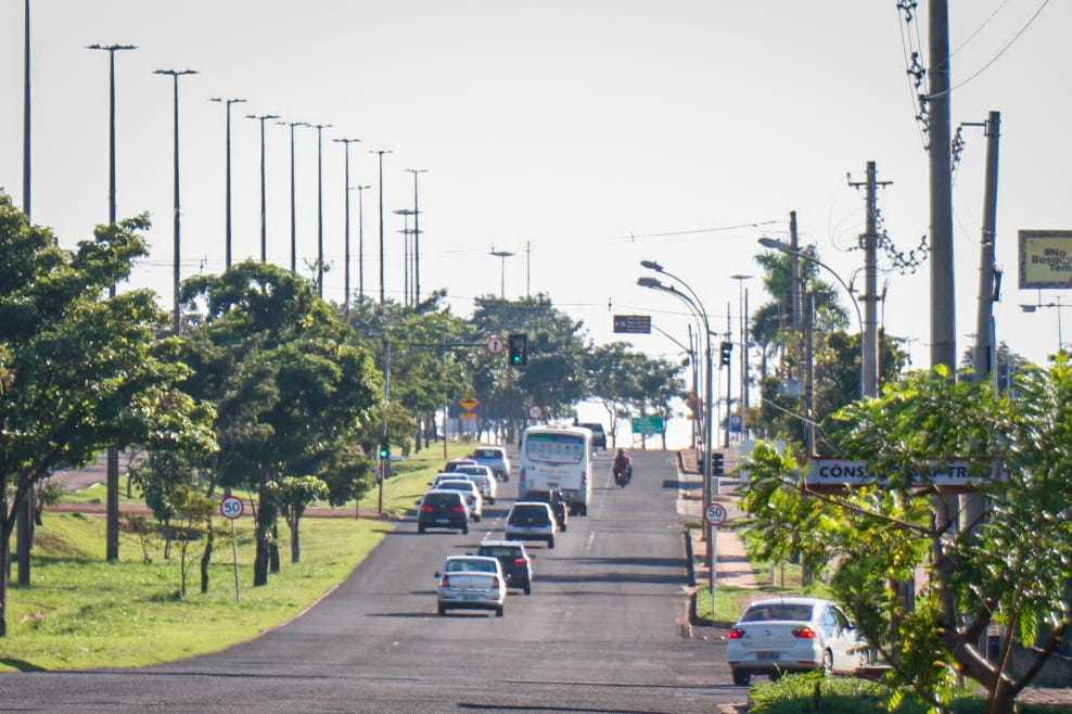 Movimento na Avenida Cônsul Assaf Trad era normal neste início de manhã (Foto: Henrique Kawaminami)