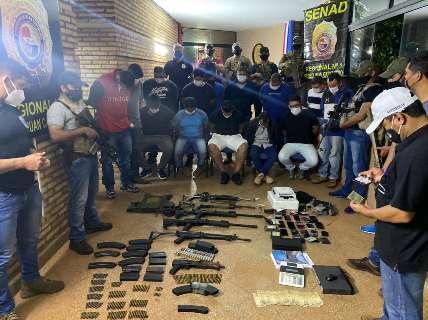 """Substituto do """"Bonitão"""" é preso com fuzis e 13 comparsas do PCC"""