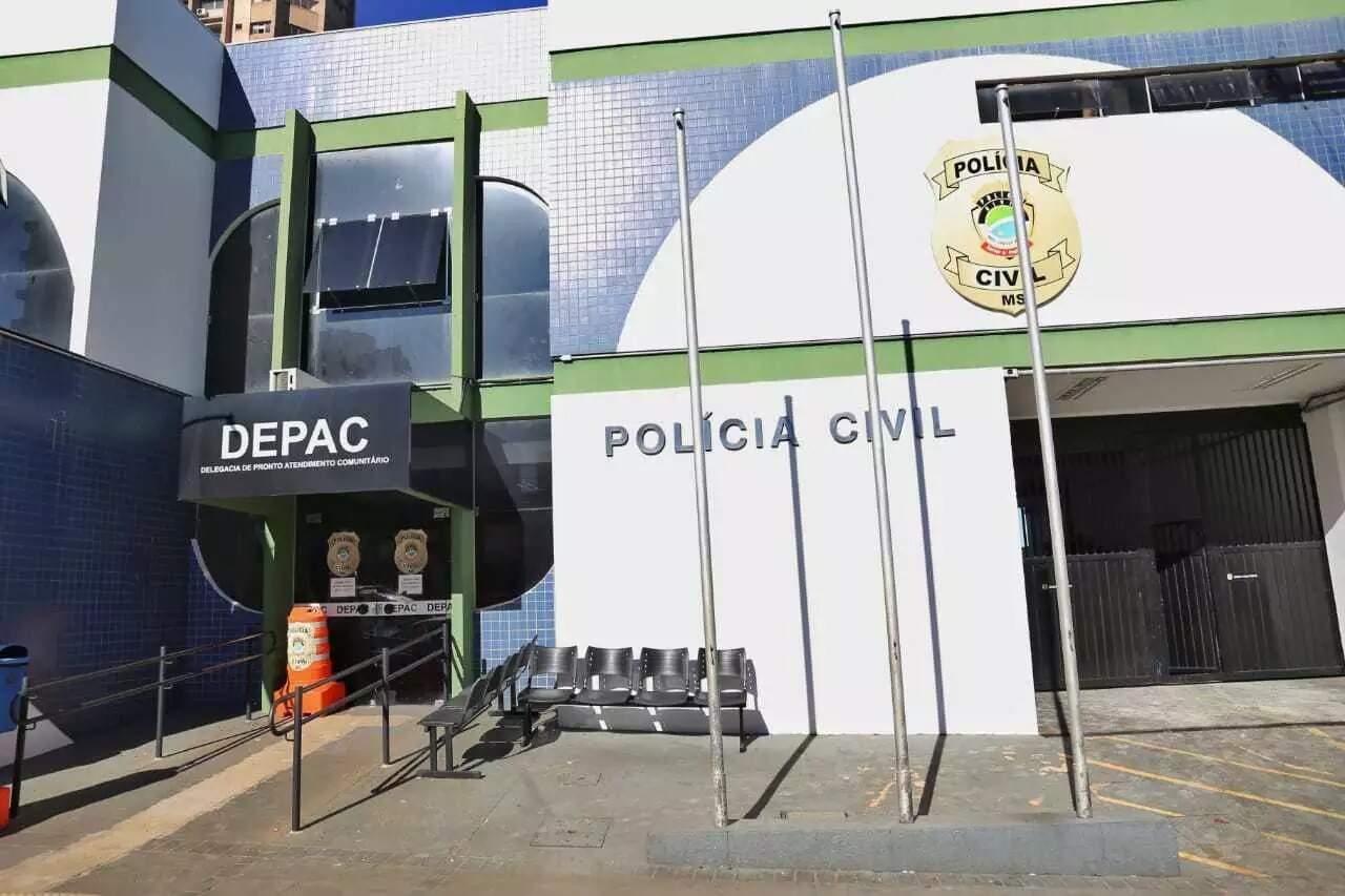 Fachada da Depac-Centro onde o boletim foi registrado nesta manhã (23). (Foto: Paulo Francis)