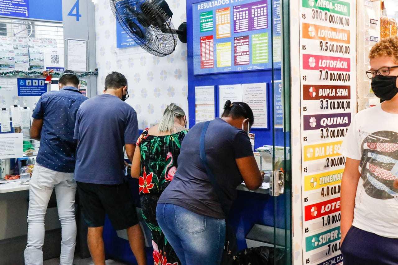 Sindicato da rede lotérica quer entrar na lista de atividade essencial e abrir as portas no feriado. (Foto: Henrique Kawaminami)