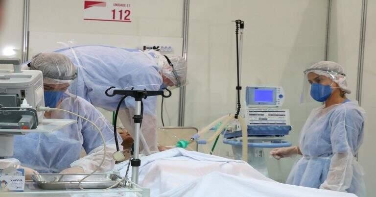 Atendimento a paciente em UTI de hospital da Capital. (Foto: Governo de MS)