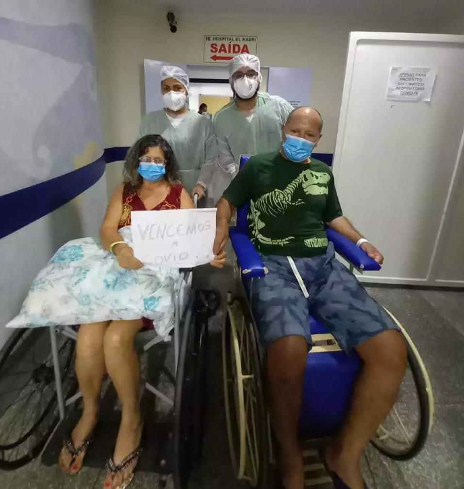 Casal no momento em que deixou Hospital El Kadri, em Campo Grande. (Foto: Arquivo Pessoal)