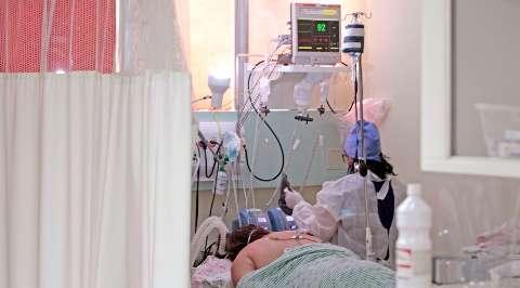 Medicamentos para sedação começam a faltar e hospitais recorrem a empréstimos