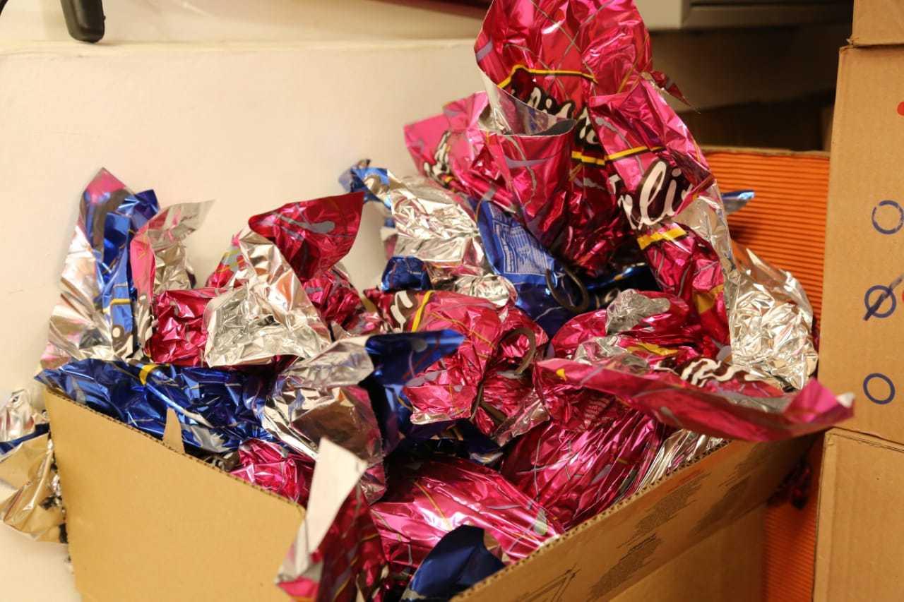 Na loja da Rua 13 de Maio com a Dom Aquino, os chocolates estão em sua maioria em caixas no estoque. (Foto: Kísie Ainoã)