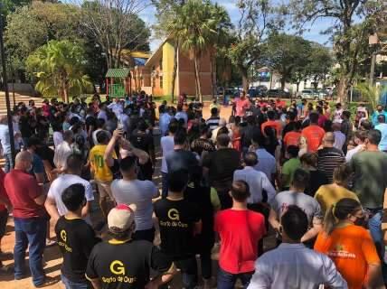 Empresários protestam contra fechamento de lojas na fronteira