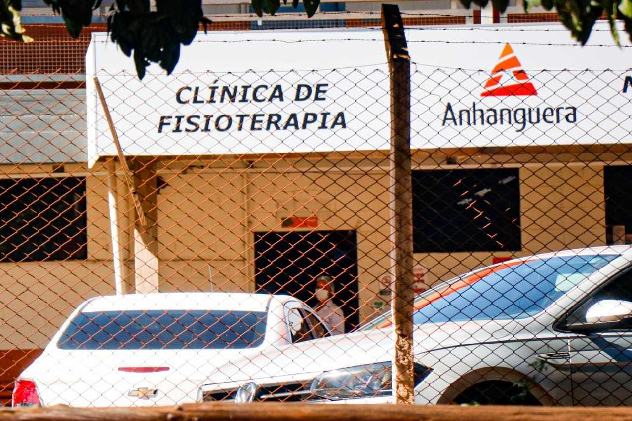 Clínica mantém estágio presencial para atendimento de pacientes. (Foto: Henrique Kawaminami)