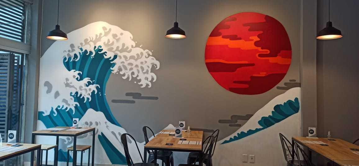 Arte do restaurante traz ondas japonesas como decoração (Foto: Arquivo Pessoal)