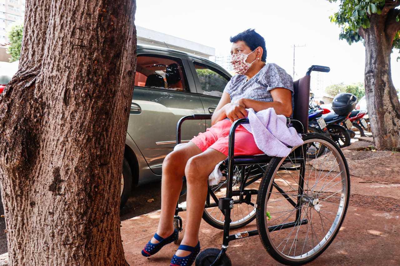 Rosane que foi levada pela irmã Auxiliadora ficaram sem senha. (Foto: Henrique Kawaminami)