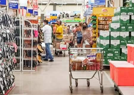 Mercados podem funcionar após as 16h, mas com 1 cliente por família