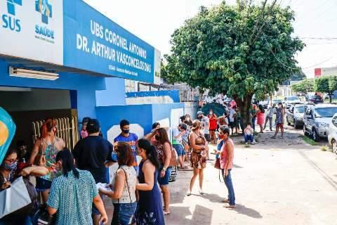 Grupos especiais lotam posto de saúde a procura de vacina